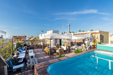 Facilities-hostel-seville-pool-oasis-backpackers-palace